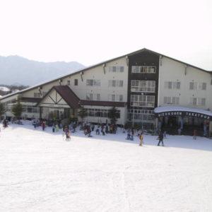 【たかつえスキー場】PaPaから徒歩3分。粉雪、さらさらのパウダースノーが大人気です。